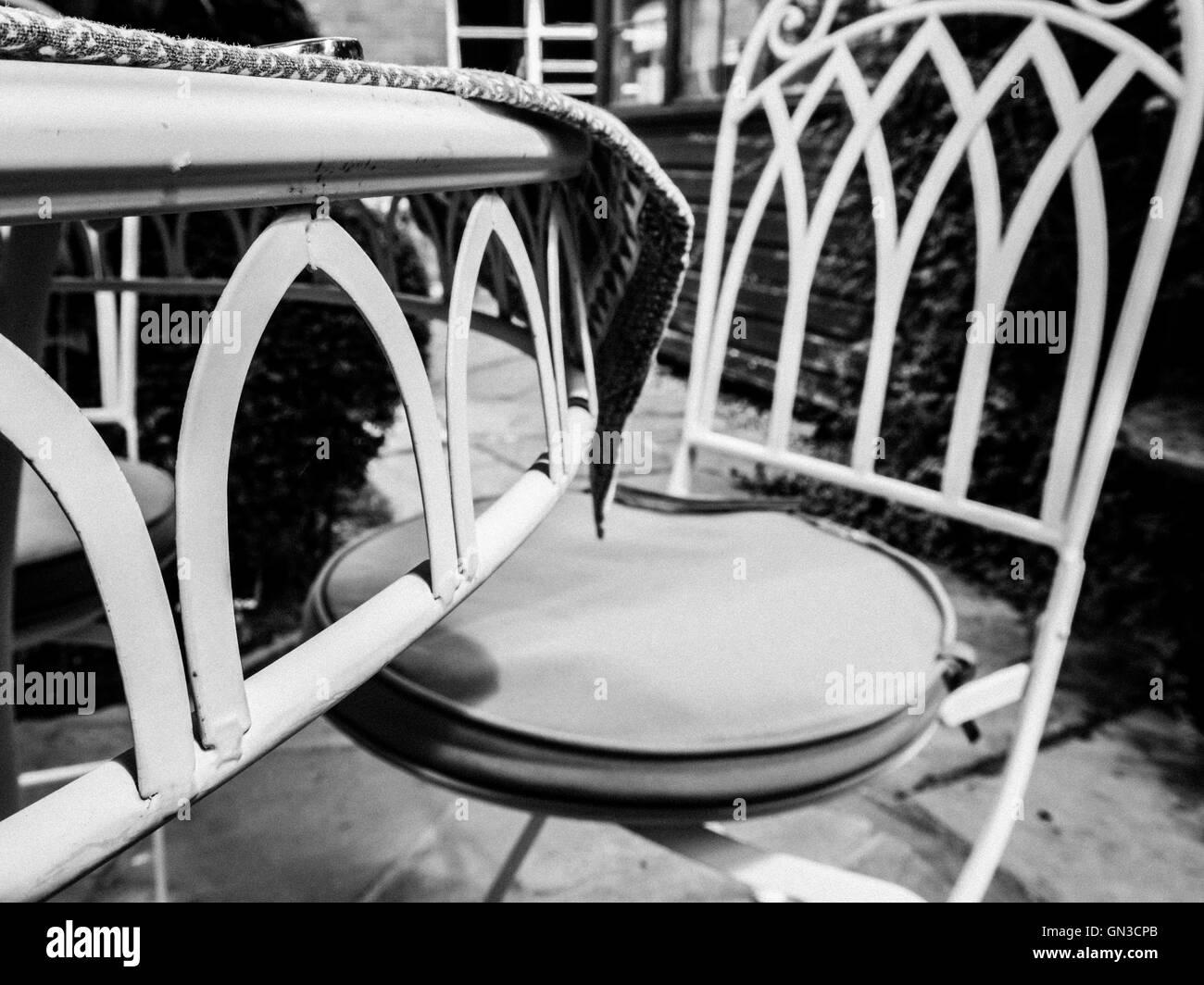 Garden Seat Metal Stockfotos & Garden Seat Metal Bilder - Alamy