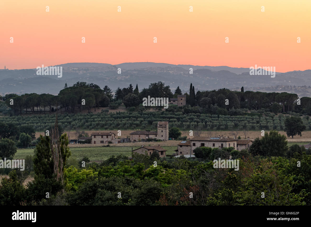 Umbrien, Sonnenuntergang auf den Hügeln in der Nähe von Assisi Stockfoto