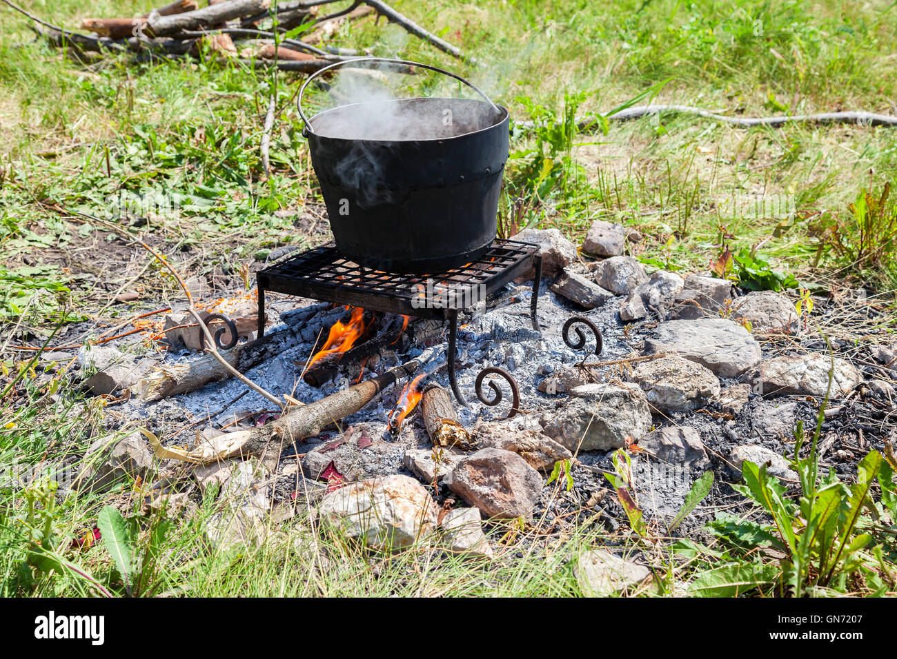 camp fire stockfotos camp fire bilder alamy. Black Bedroom Furniture Sets. Home Design Ideas