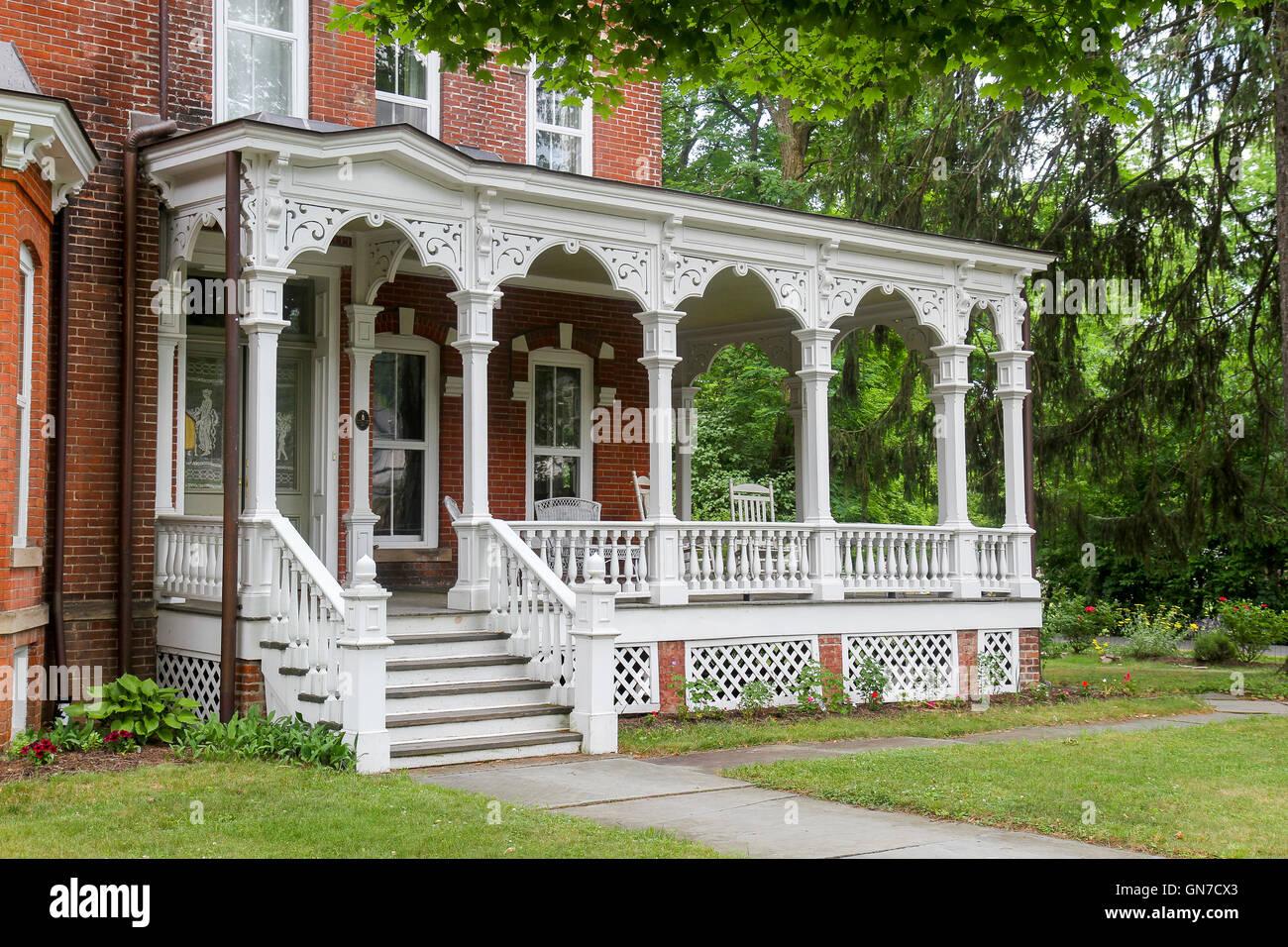 Die veranda von einem viktorianischen haus in milford for Veranda haus