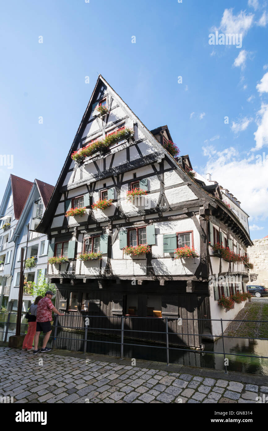 ULM, Deutschland - AUGUST 13: Das so genannte Schiefes Haus in Ulm, Deutschland am 13. August 2016. Stockbild