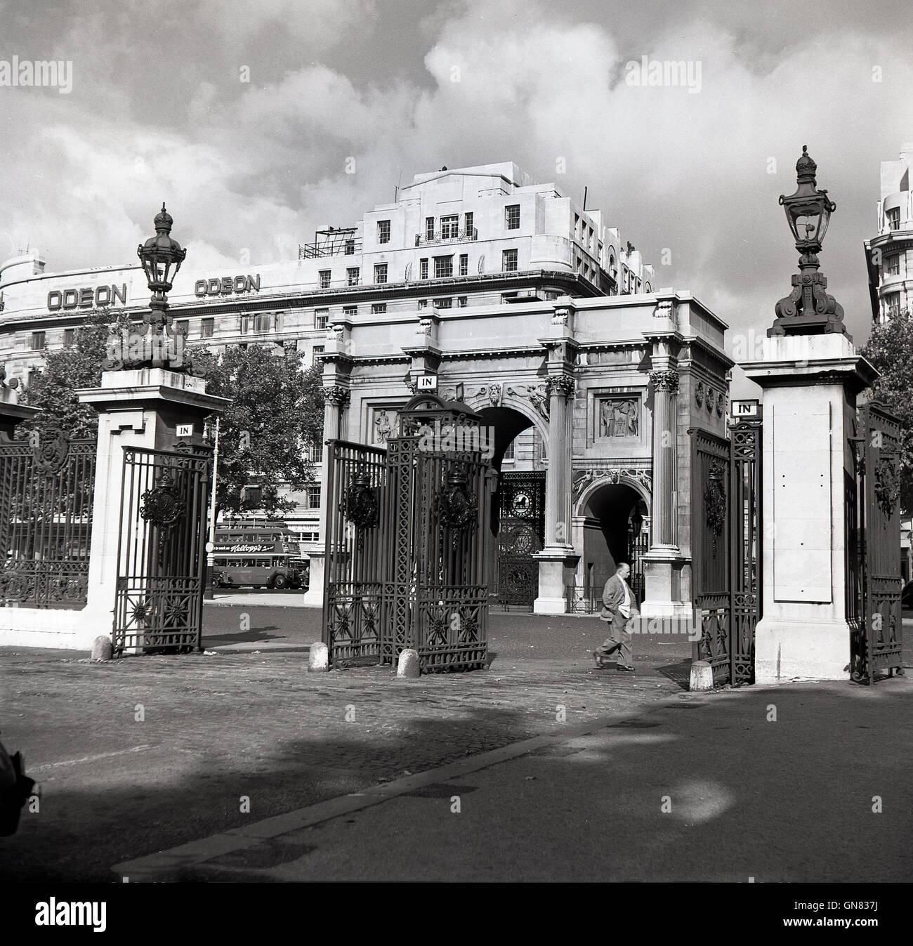 1950er jahre historische ansicht der cumberland tor und dem ber hmten wahrzeichen marble arch. Black Bedroom Furniture Sets. Home Design Ideas