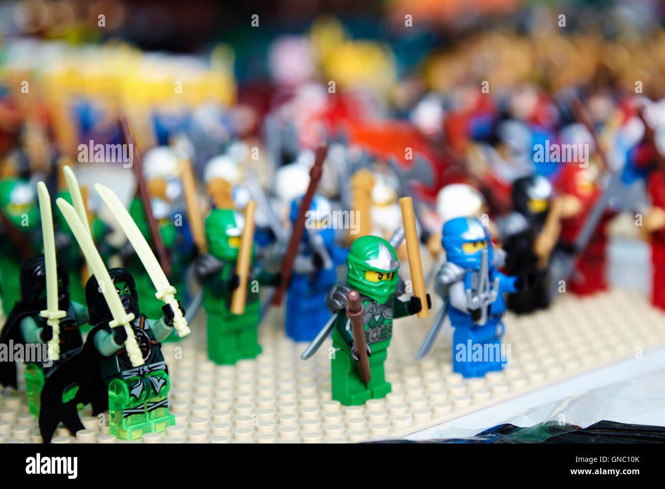 Characters stockfotos characters bilder alamy for Figuren fur den vorgarten