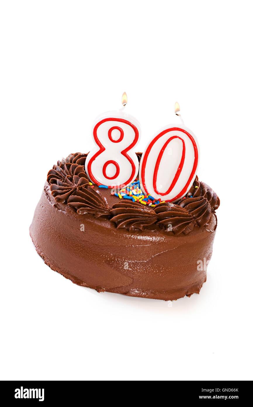 Isolaed Auf Weissen Satiniertem Schokoladenkuchen Mit Verschiedenen Kerzen Oben Nummeriert Stockbild