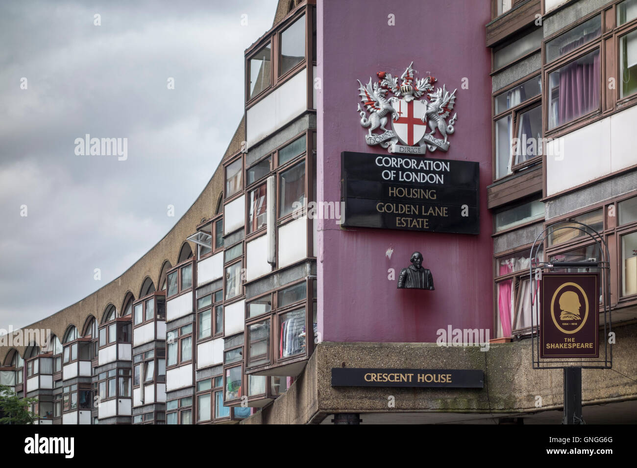 Crescent House, Golden Lane Estate Corporation of London, UK Stockbild