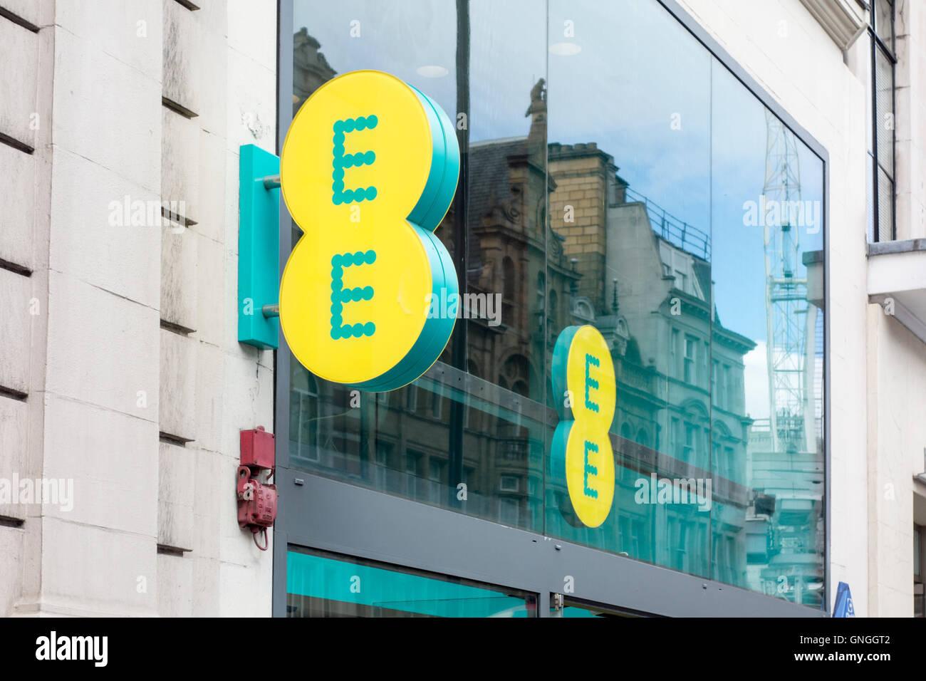 EE-shop Zeichen außerhalb Zweig in der Oxford Street, London, UK Stockbild