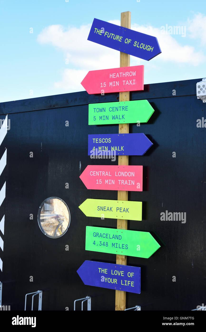 """""""Die Zukunft von Slough"""" Zeichen von Slough Busbahnhof, Wellington Street, Slough, Berkshire, England, Stockbild"""