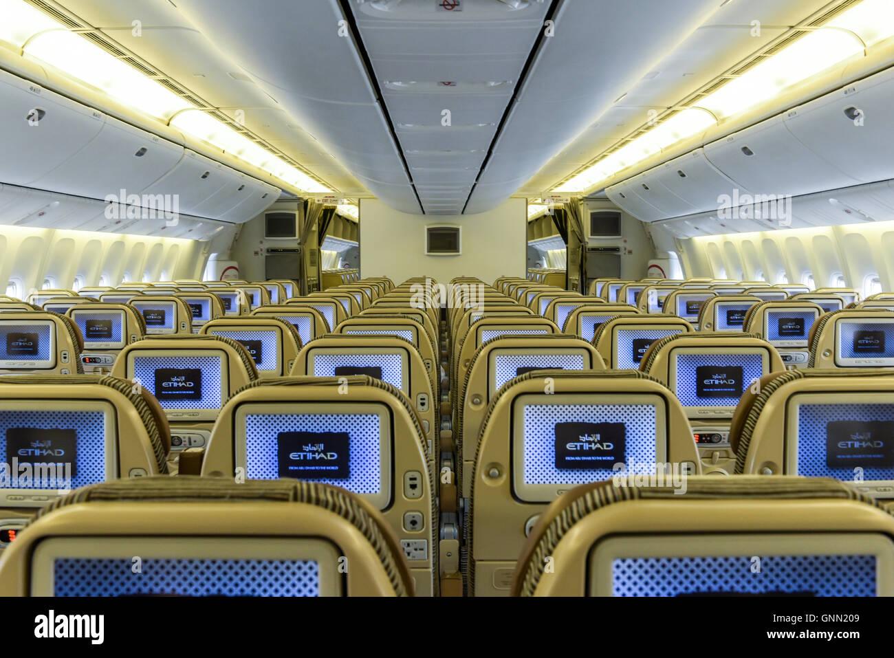 Boeing 777 cabin stockfotos boeing 777 cabin bilder alamy for Boeing 777 interior