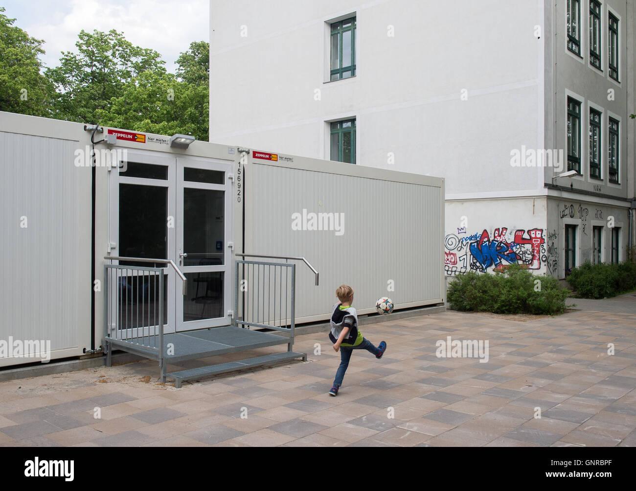 Berlin Deutschland Schule Container An Der Papageno Grundschule