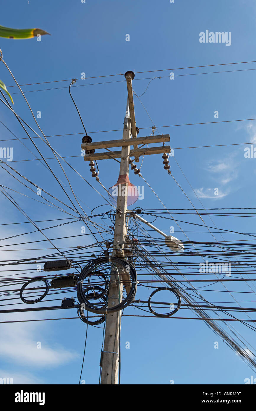 Cable Tangle Stockfotos & Cable Tangle Bilder - Alamy
