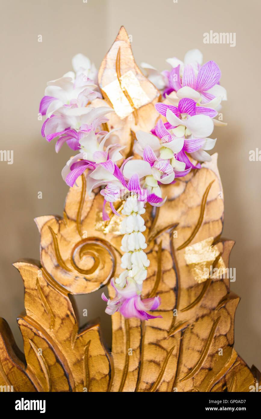 Girlande Orchideen Blume An Golden Aus Holz Geschnitzt Mit Goldenen