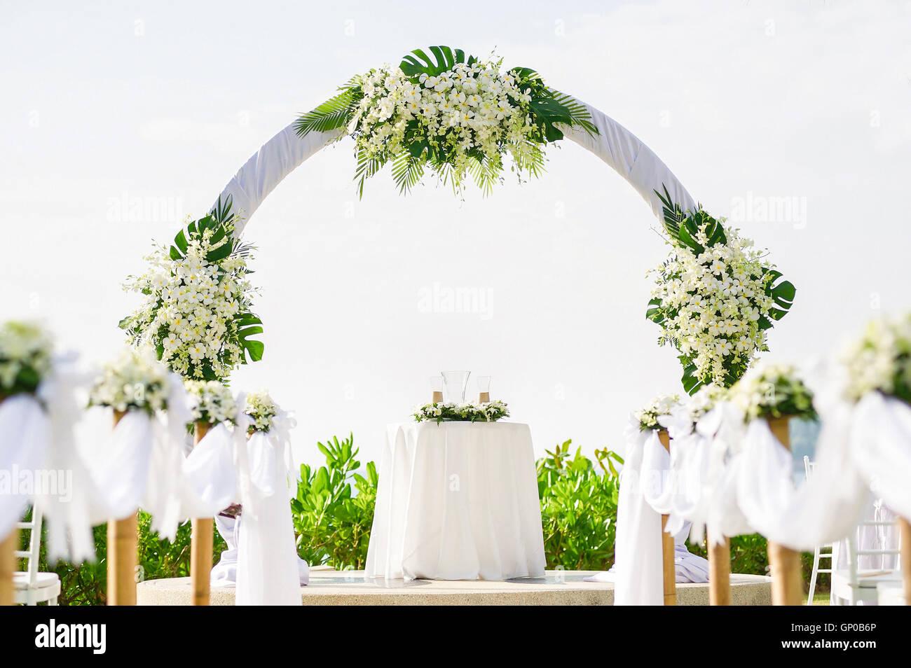 Einfachen Stil Hochzeit Bogen Und Dekoration Veranstaltungsort