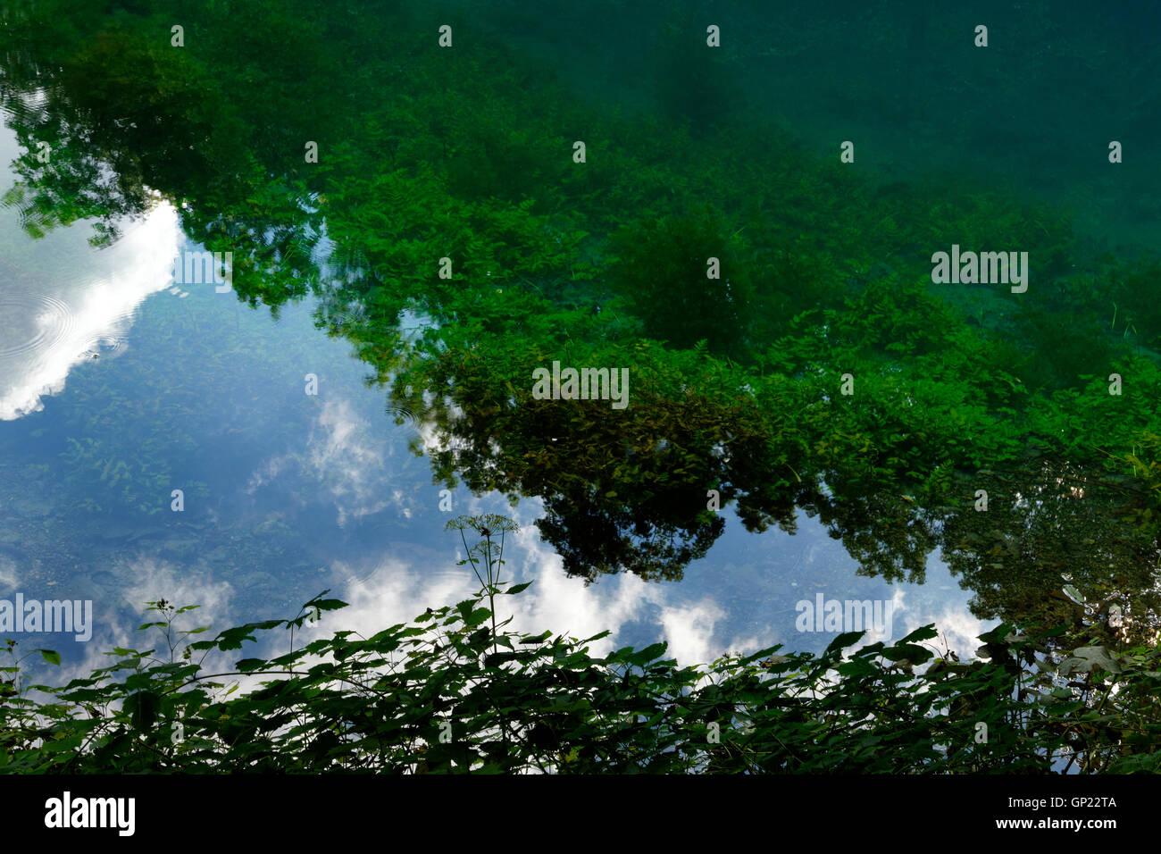 Karstquelle Blautopf in Blaubeuren, schwäbischen Alb, Baden-W?rttemberg, Deutschland, Europa Stockbild