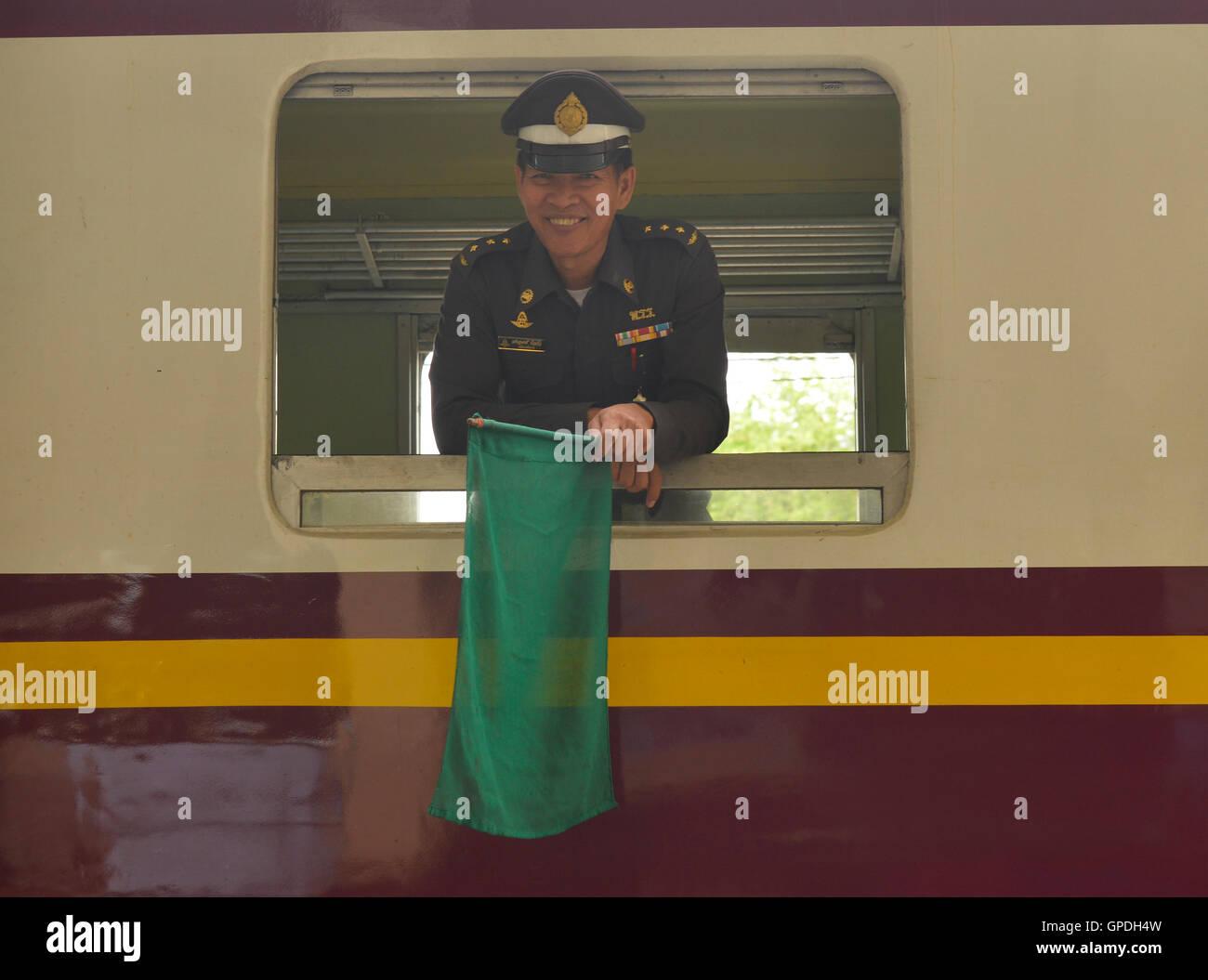 Zugführer, die Vorbereitung zum Aufbruch, Thailand Stockbild