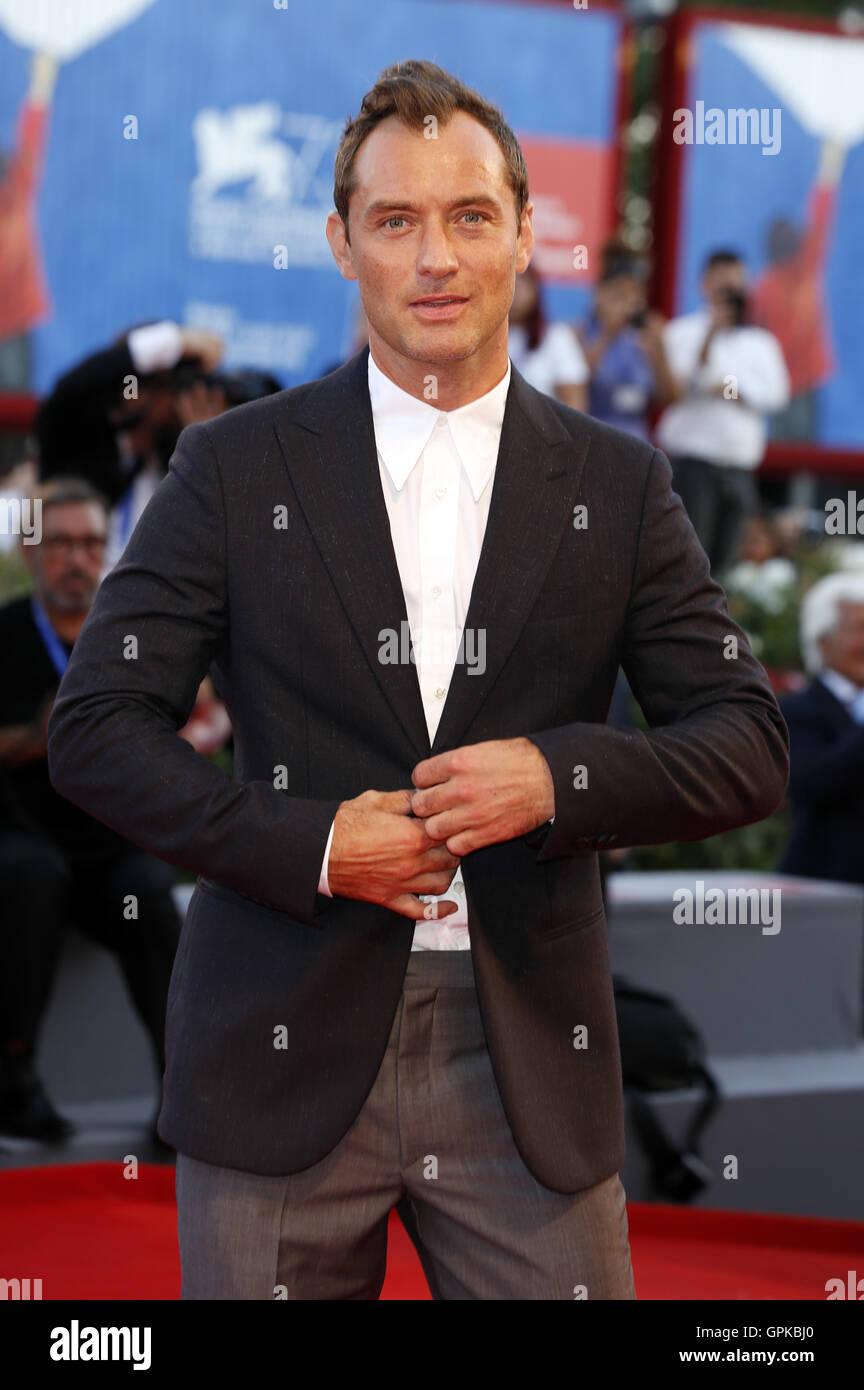 "Venedig, Italien. 03rd September 2016. Jude Law Teilnahme an ""The Young Papst"" premiere auf der 73. Venice International Stockfoto"