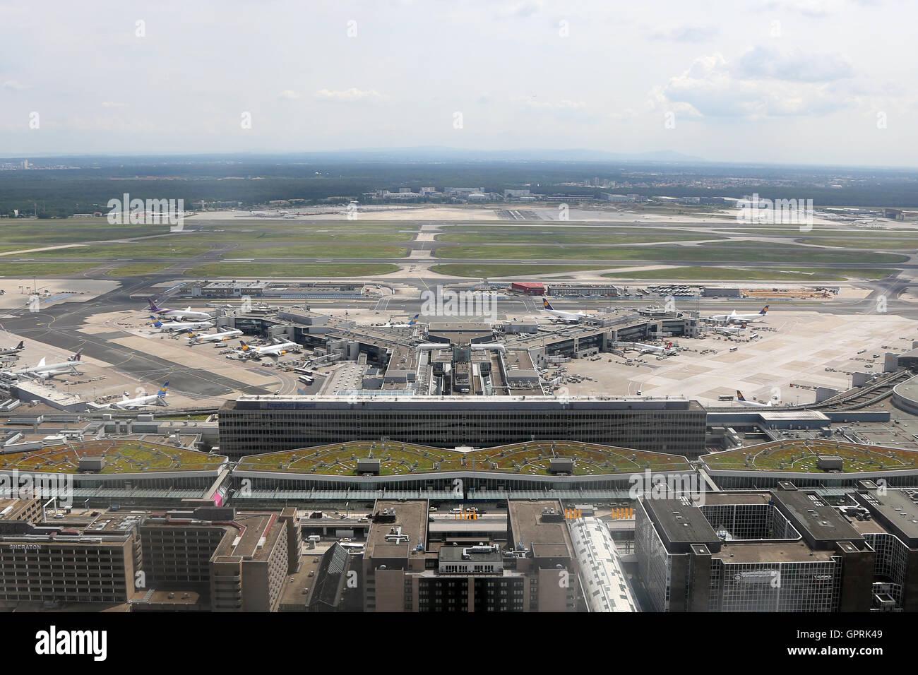 Frankfurt am Main - 8. Juni 2016: Terminal 1 des Flughafens ...