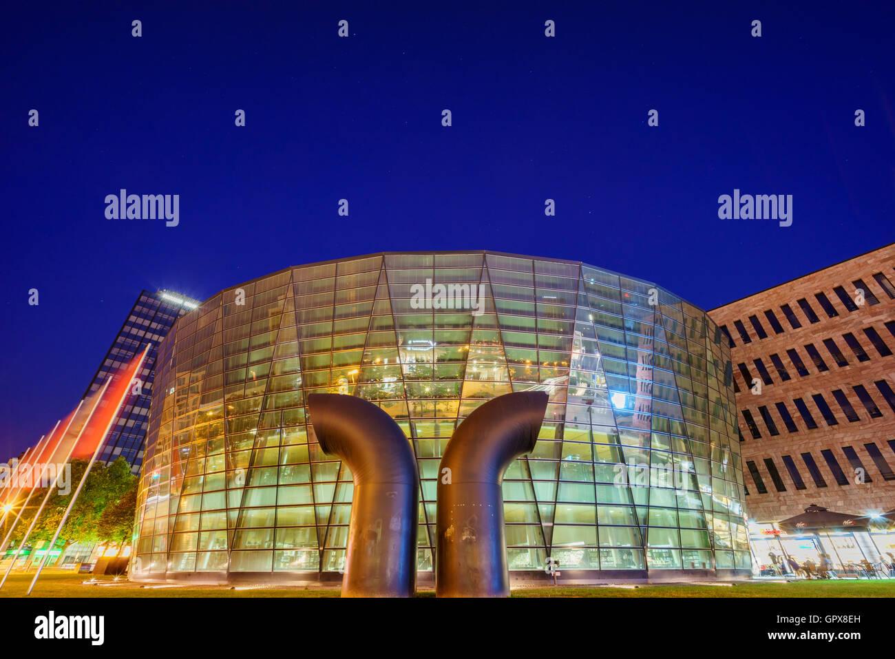 Dortmund, AUG 31: Die schöne Stadt-Und Landesbibliothek Dortmund in der Nacht vom 31. August 2016 in Dortmund, Stockbild