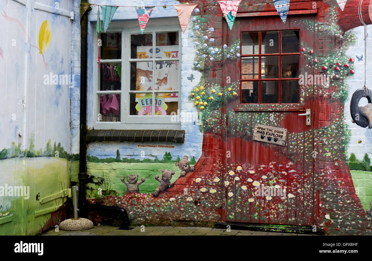 Independent toy shop stockfotos independent toy shop bilder alamy - Handgemalte wandbilder ...