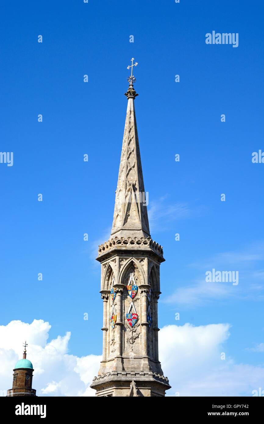 Blick auf die Spitze des Banbury Cross im Zentrum Stadt, Banbury, Oxfordshire, England, Vereinigtes Königreich, Stockbild