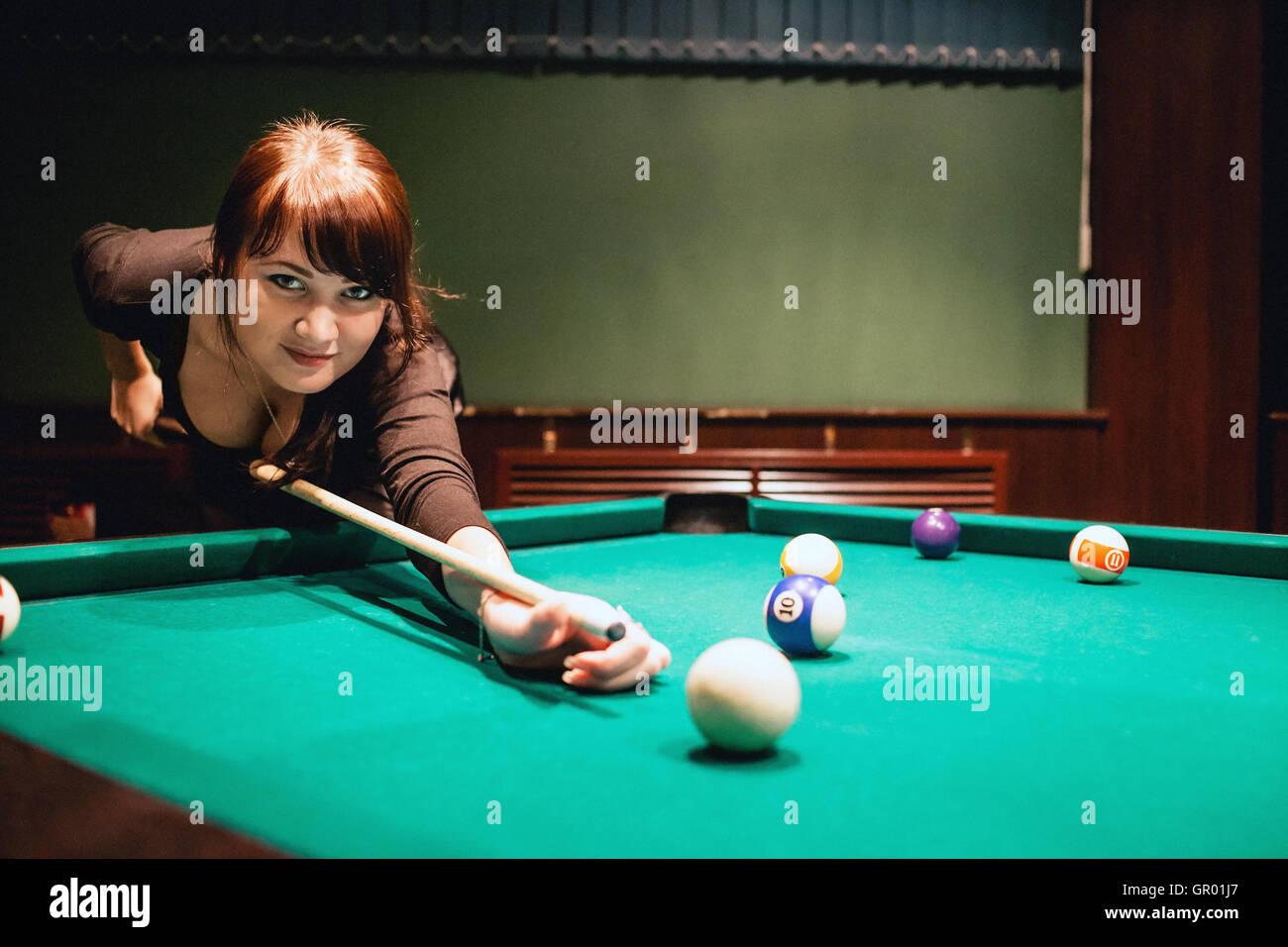 Vollbusige Mädchen Beim Spielen