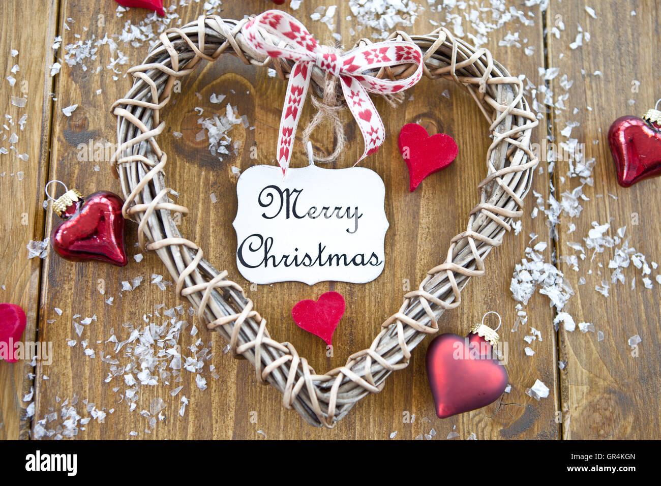 Frohe Weihnachten Herz.Herz Aus Holz Mit Einem Vintage Teller Mit Frohe Weihnachten Darauf