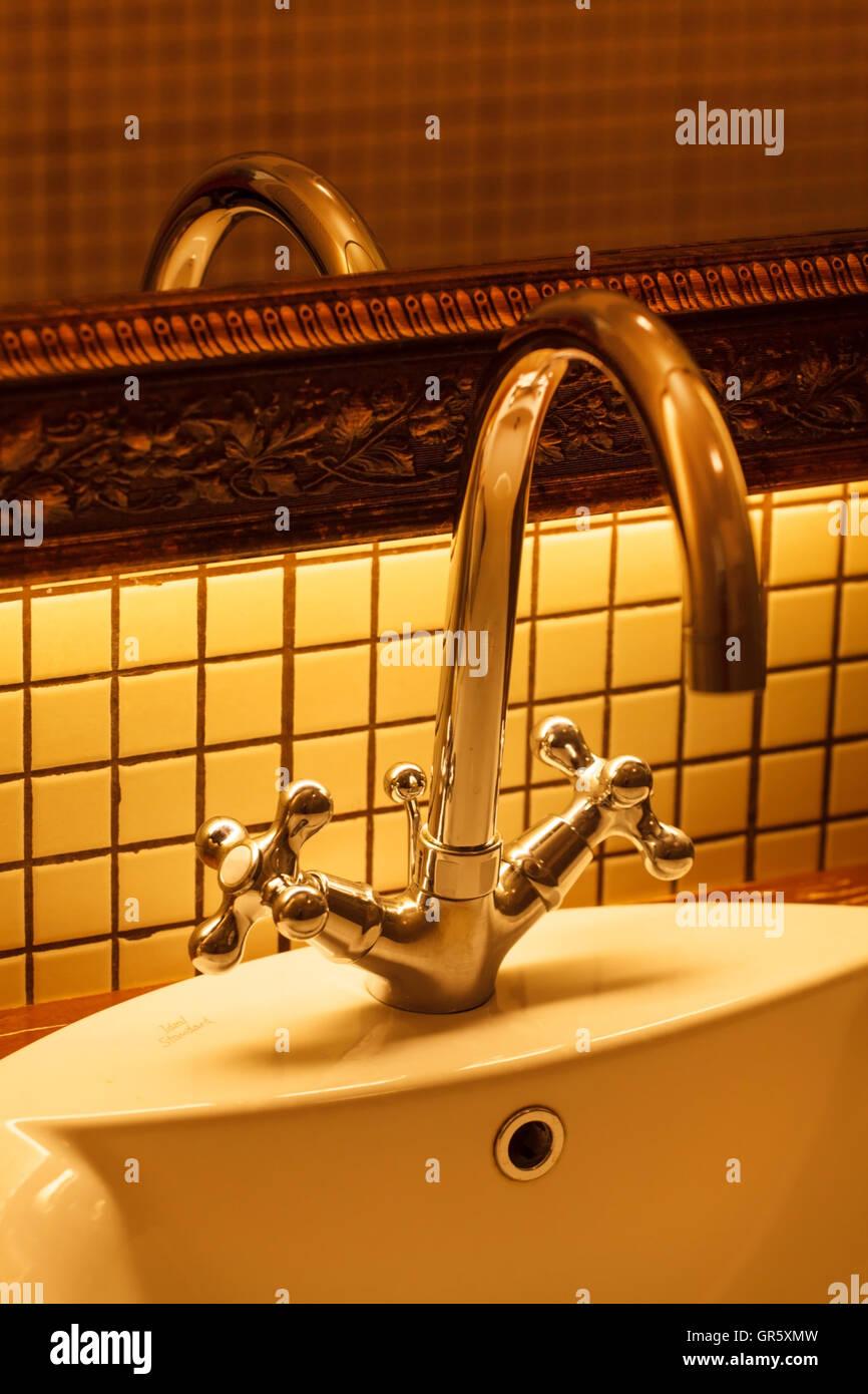 Waschbecken Im Hotel Stockbild