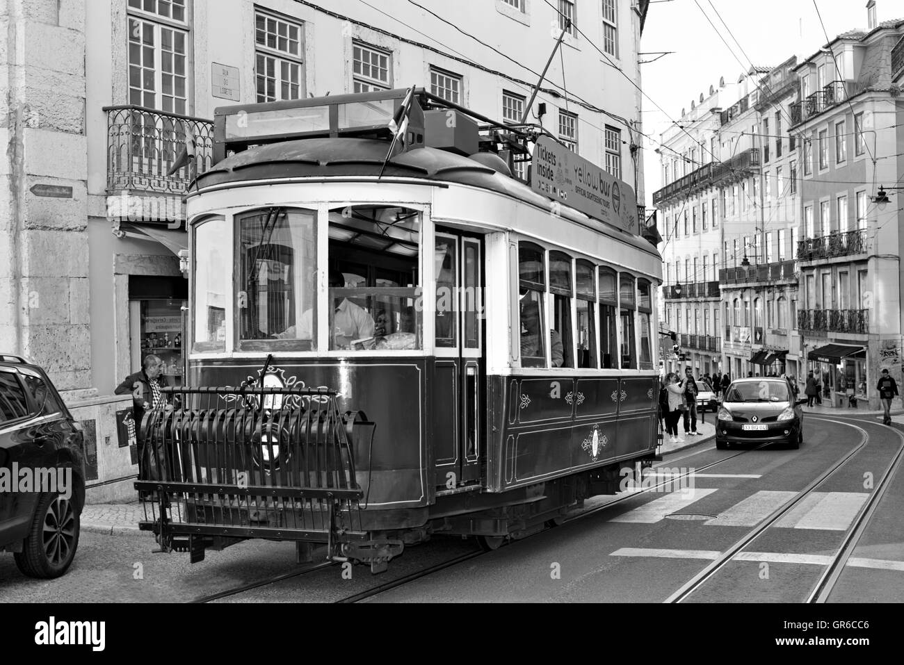 portugal lissabon historische stra enbahn in den stra en der innenstadt von lissabon bw. Black Bedroom Furniture Sets. Home Design Ideas