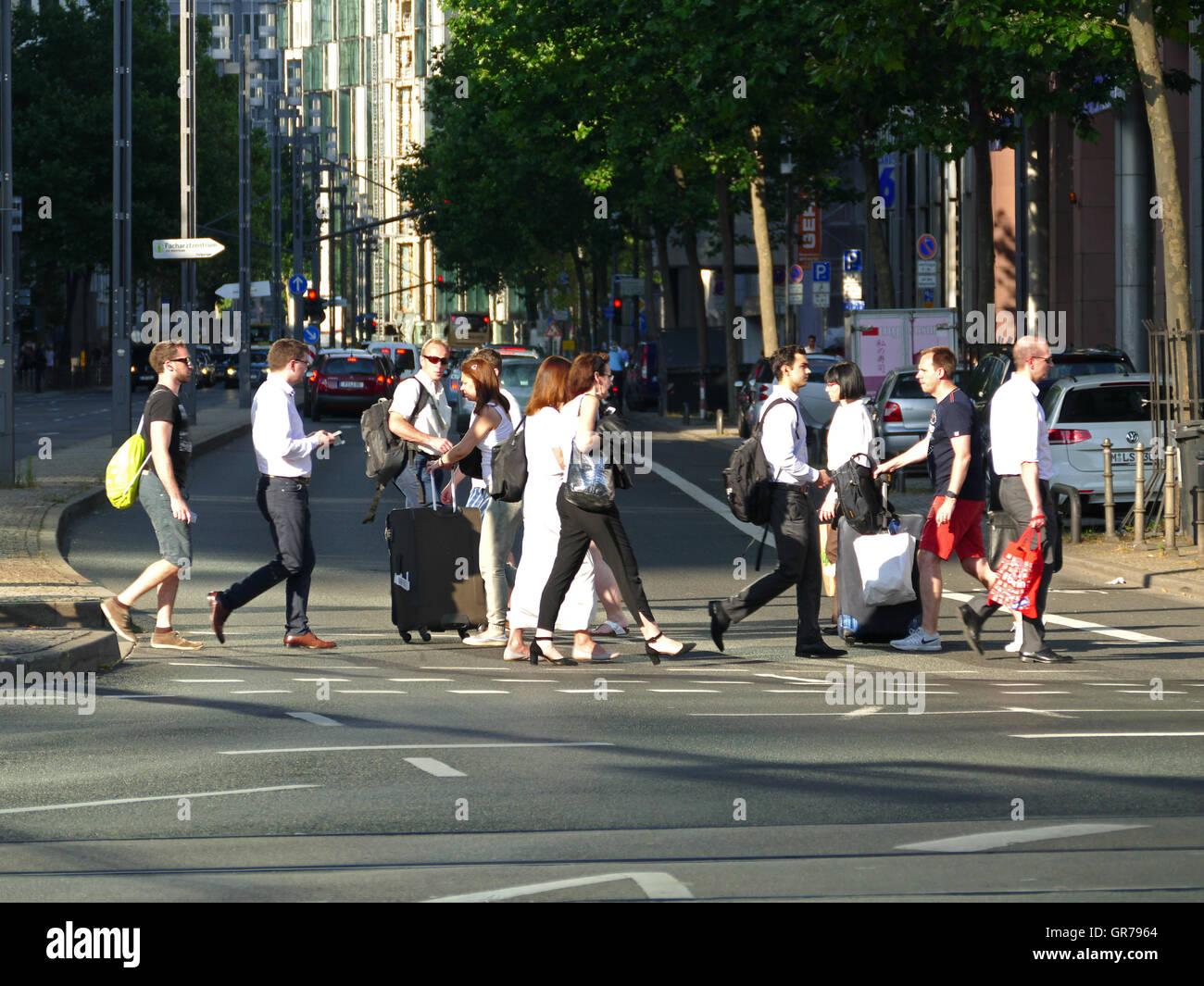 Pendler Rush-Hour Verkehr finanzielle Stadt Frankfurt am Main Deutschland Europa Stockbild