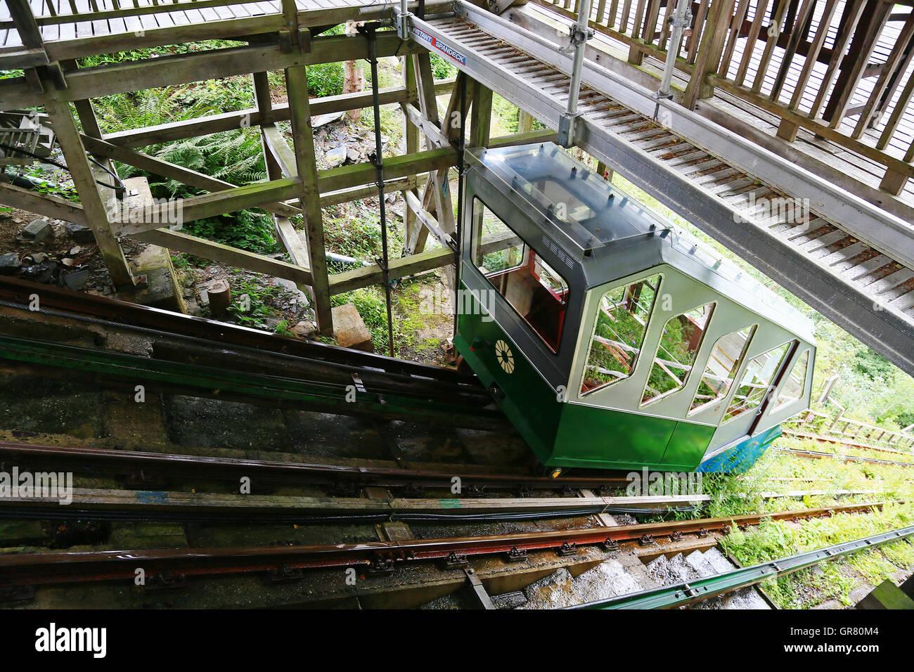 Eine Beförderung auf dem Wasser betriebene Eisenbahn im Zentrum für Alternative Technologie, Machynlleth, Stockbild