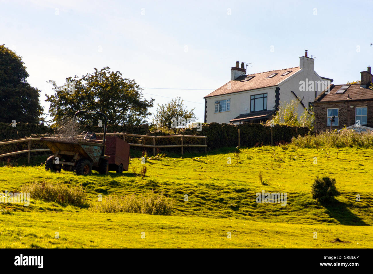 Modernes Bauernhaus modernes bauernhaus und feld stockfoto bild 117651934 alamy