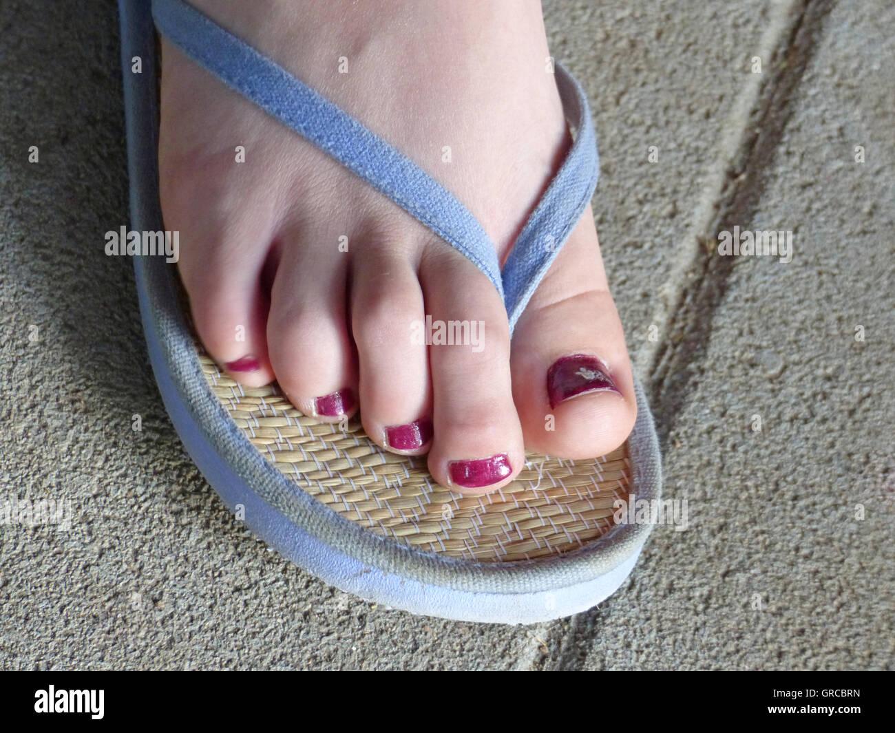 Fuß einer Frau In ein Flip-Flop Stockfoto