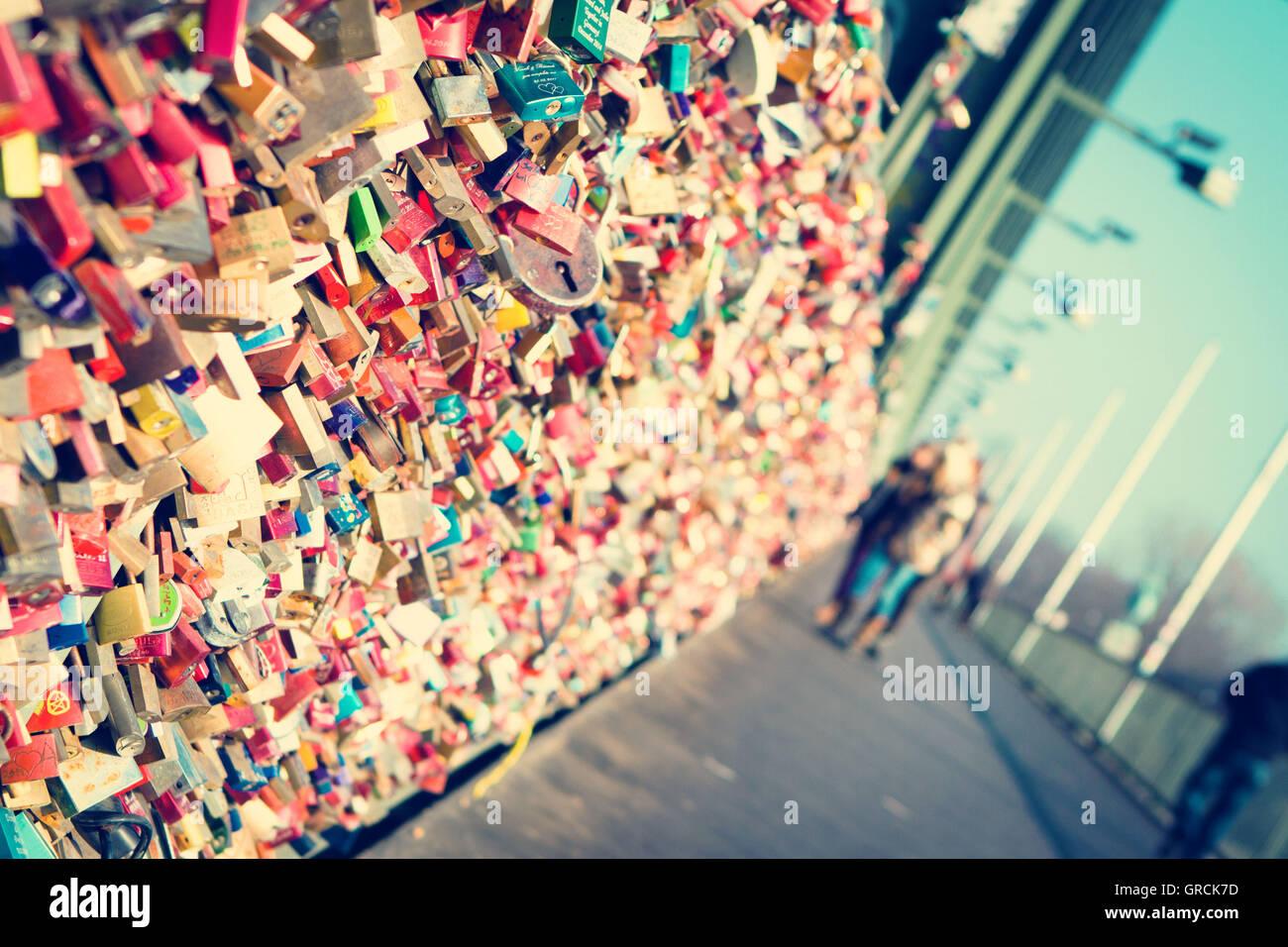 Liebesschlösser auf der Hohenzollernbrücke In KölnStockfoto