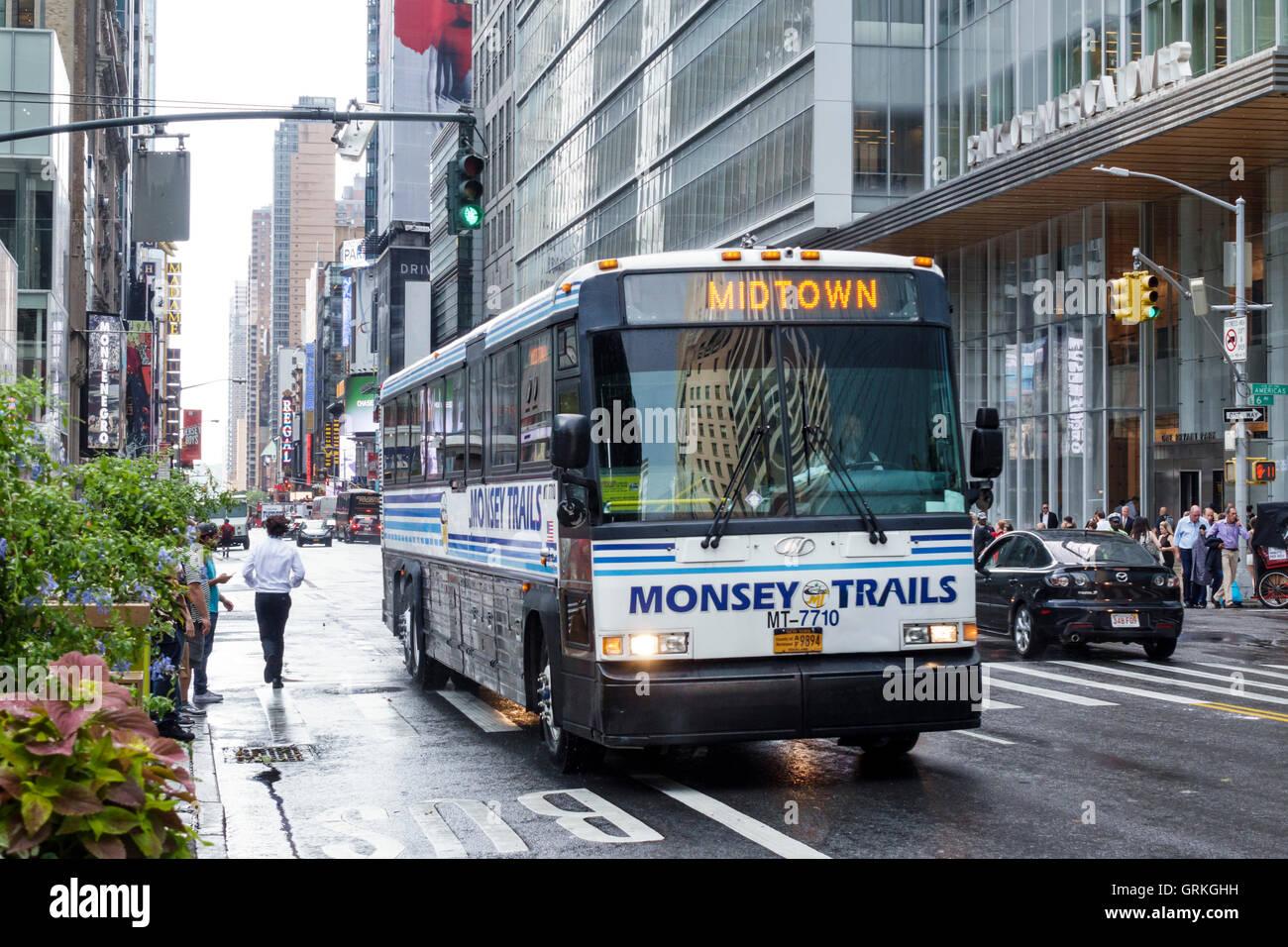 Manhattan New York City NYC New York Midtown 42 Straße Verkehr Bus Monsey Trails private Busunternehmen chassidischen Stockbild