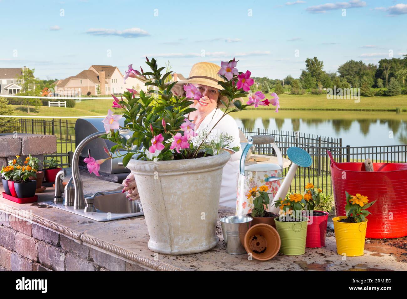 Outdoorküche Mit Spüle Blau : Potted annuals stockfotos & potted annuals bilder alamy