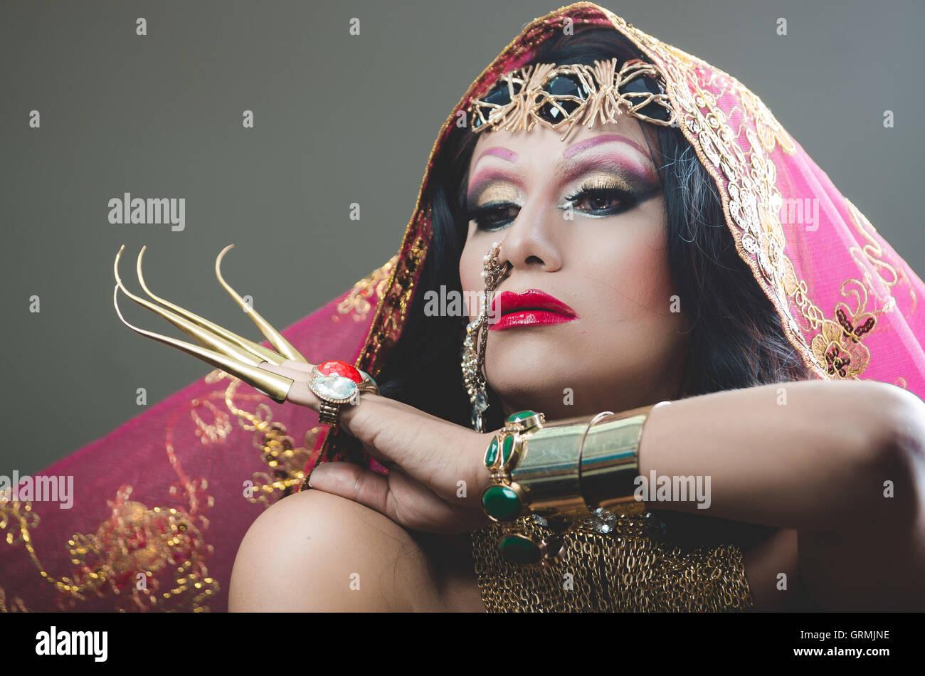Kopfschuss Frau gekleidet in traditionellen hinduistischen Kleidung ...