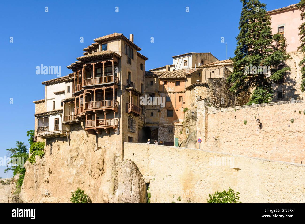 Die hängenden Häuser von Cuenca mit Blick auf die Huecar Schlucht, Cuenca, Castilla La Mancha, Spanien Stockbild