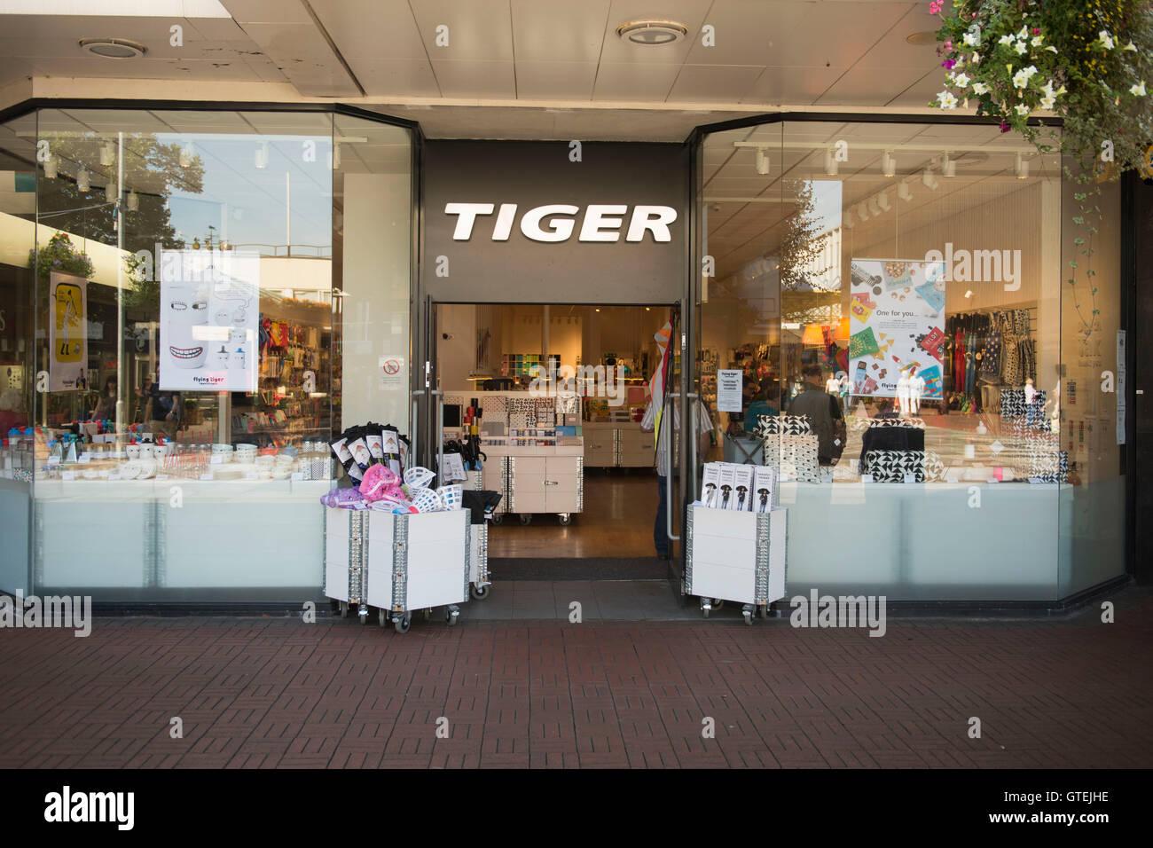 Tiger speichern äußere Zeichen Logo in Cwmbran, South Wales. Stockbild
