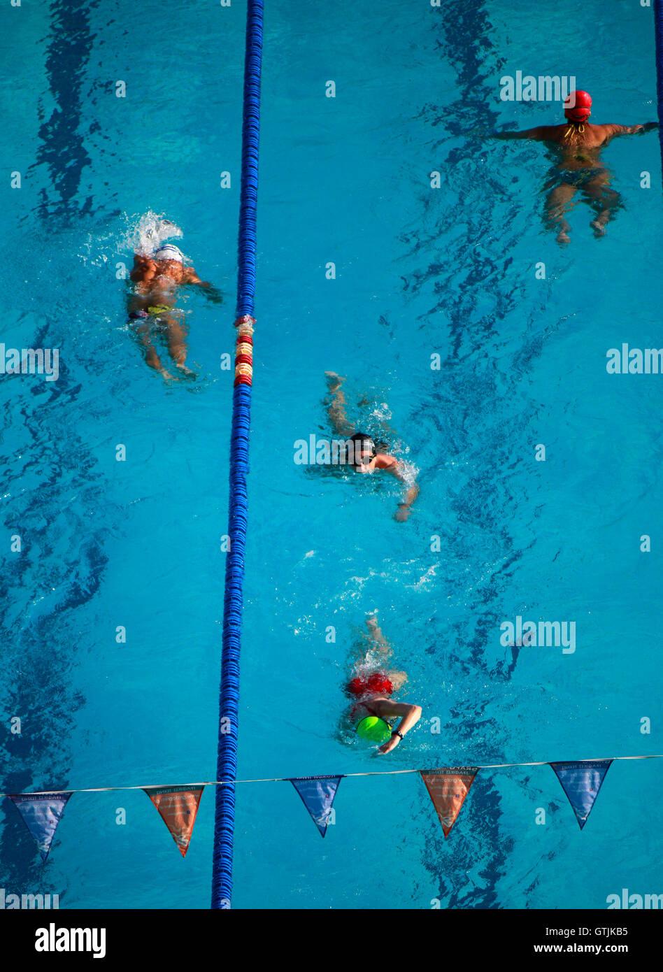 Schwimmbecken stockfotos schwimmbecken bilder alamy for Schwimmbad mulheim an der ruhr