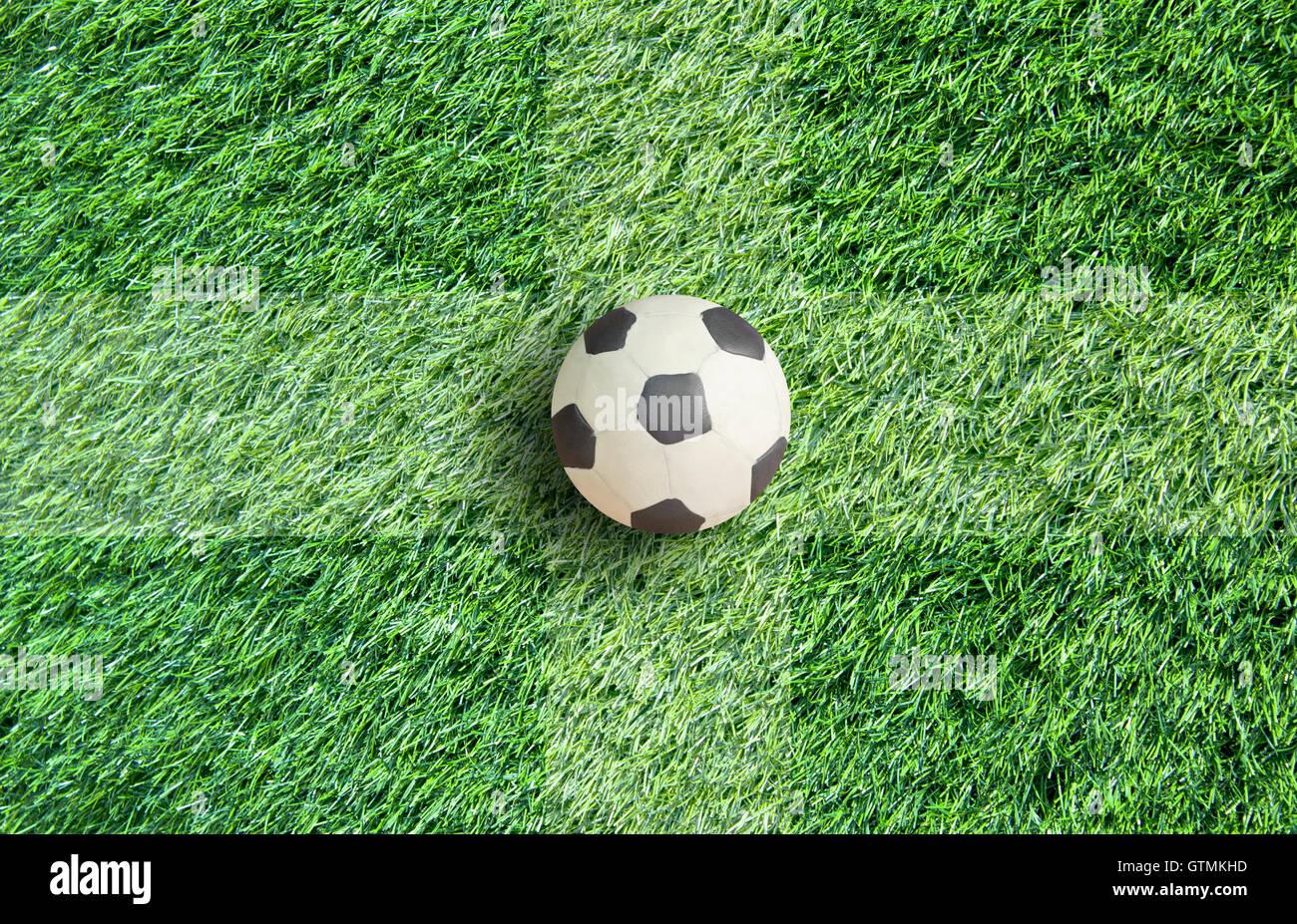 plastilin fu ball auf rasen hintergrund stockfoto bild 118468377 alamy. Black Bedroom Furniture Sets. Home Design Ideas