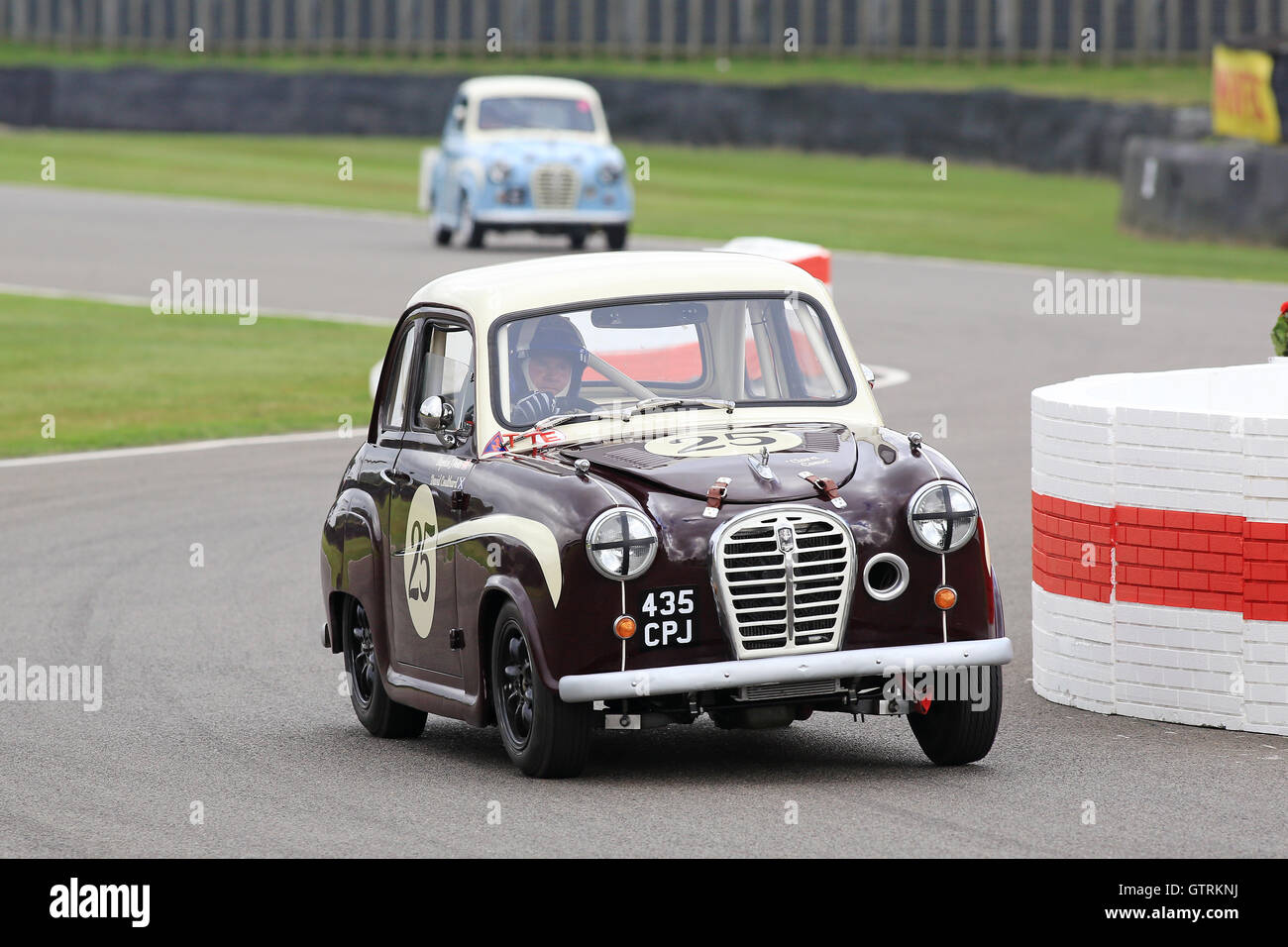 Chichester, UK. 09. Sep, 2016.  David Coulthard in Austin A35 - St Mary's Trophy.  Das Goodwood Revival ist Stockbild