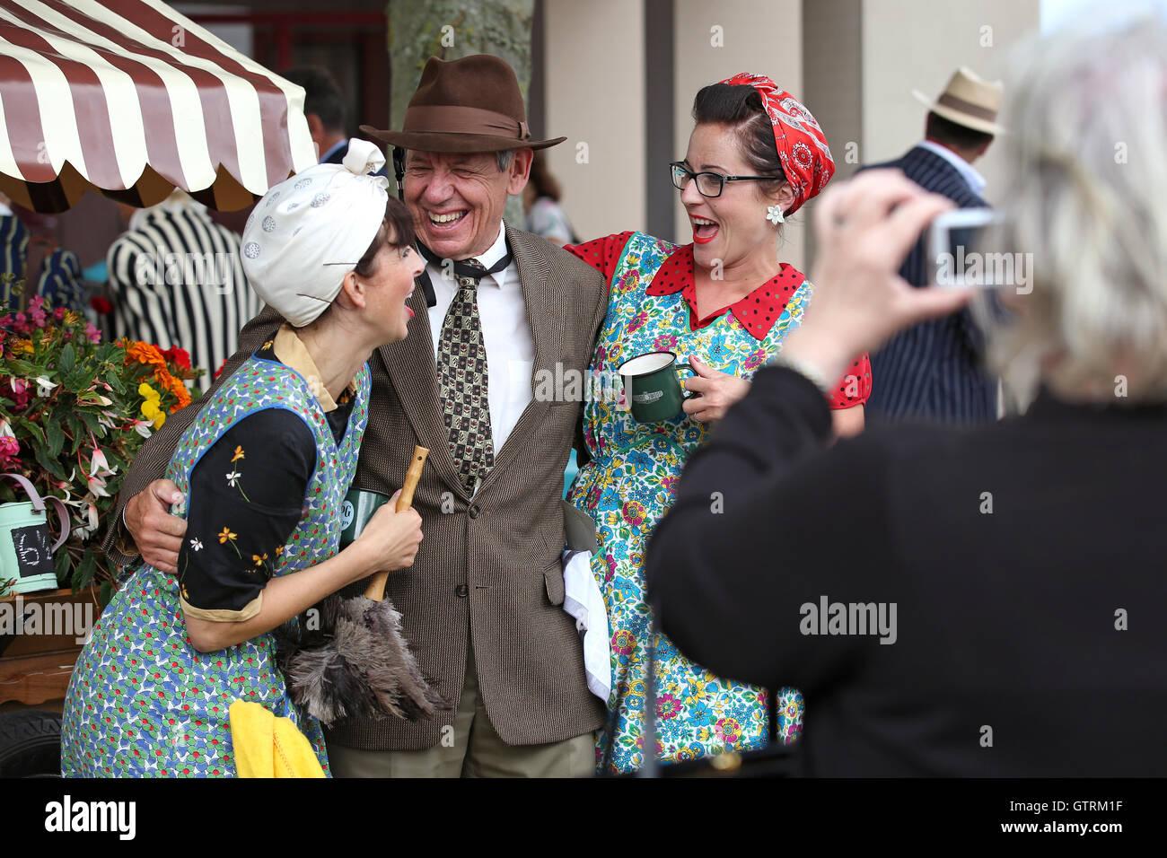 Chichester, UK. 09. Sep, 2016. Vintage Kleid und Akteure. Das Goodwood Revival ist eine dreitägige Festival Stockbild