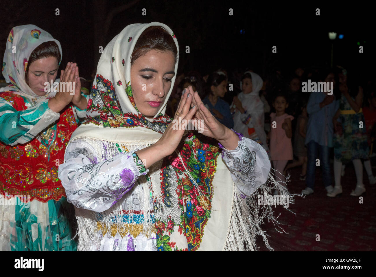 Bojnourd bojnurd kurdische hochzeit damen tanzen in traditioneller tracht