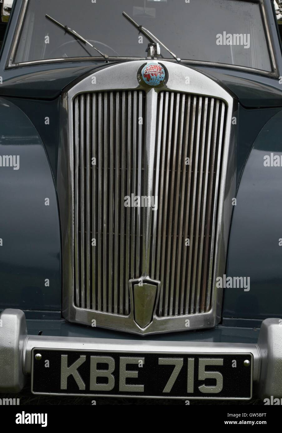 Triumph Mayflower Frontgrill. Stockbild
