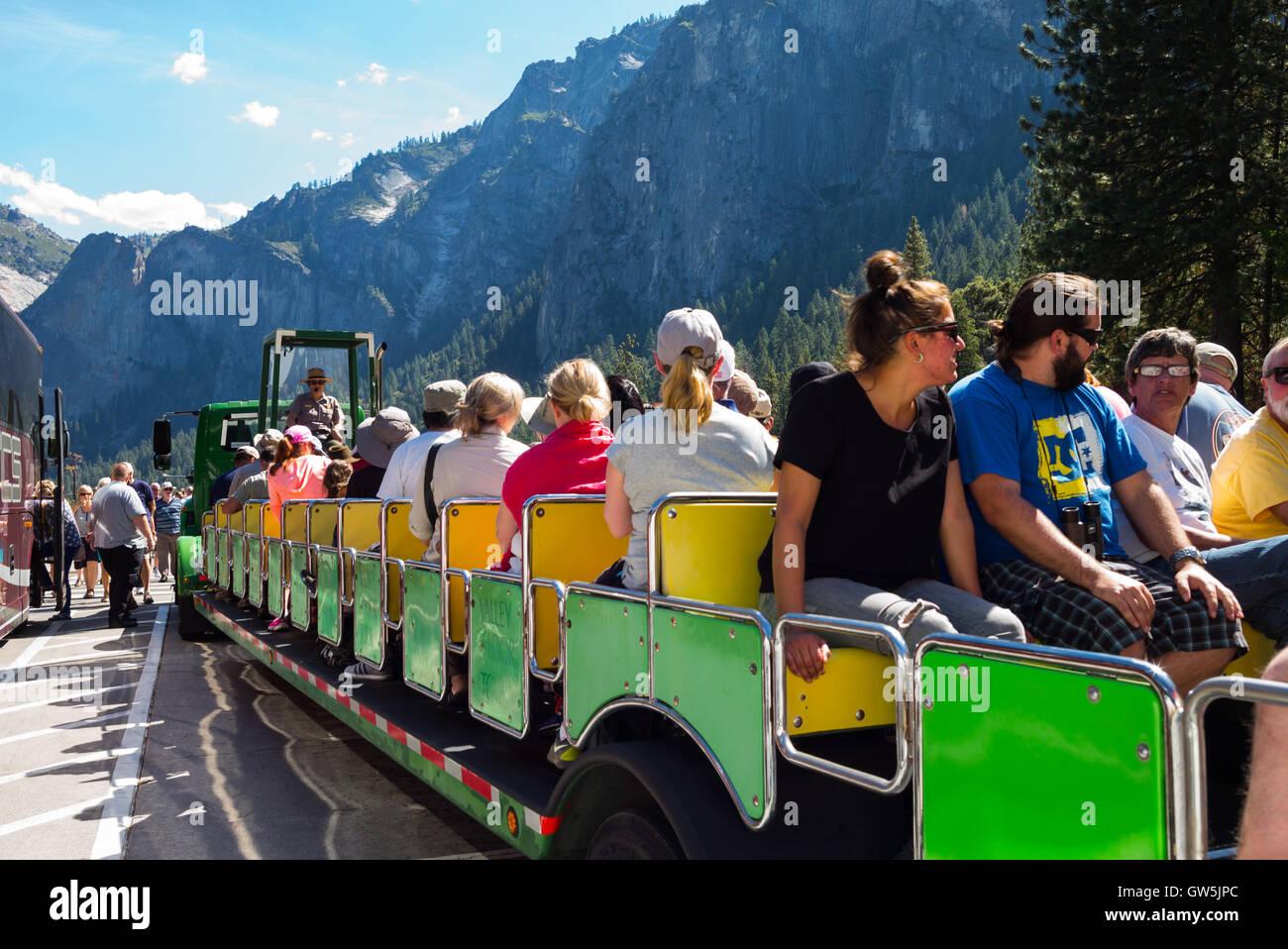Yosemite Park, USA - 25. September 2015: Tourist bereit für eine geführte Tour im park Stockbild