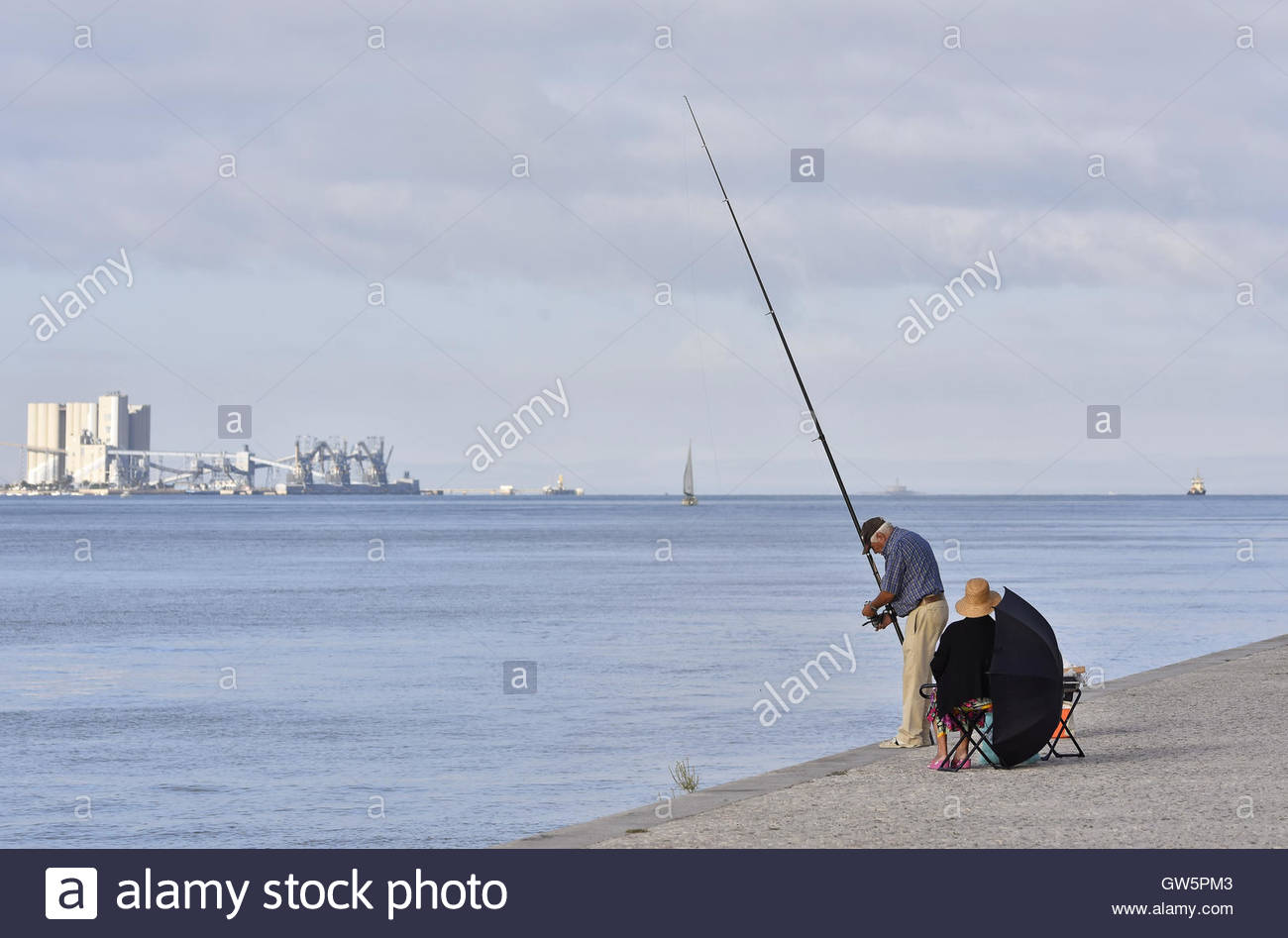 fisherman in portugal stockfotos fisherman in portugal bilder alamy. Black Bedroom Furniture Sets. Home Design Ideas