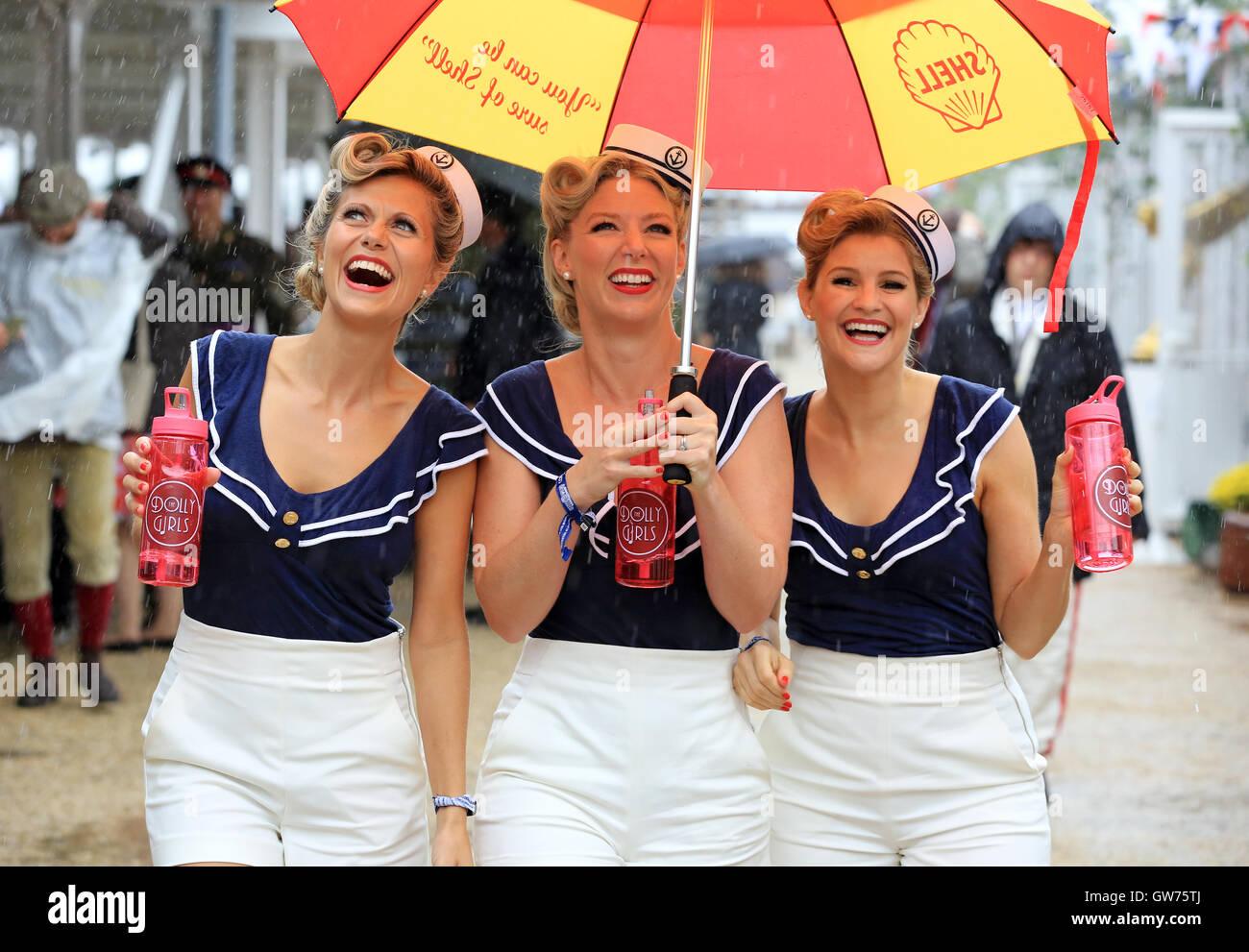 Die Dolly-Mädchen (l-R Hannah Woolley, Helen Patching, Katy Osborne, aus London), ein enger Harmonie Vintage Stockbild