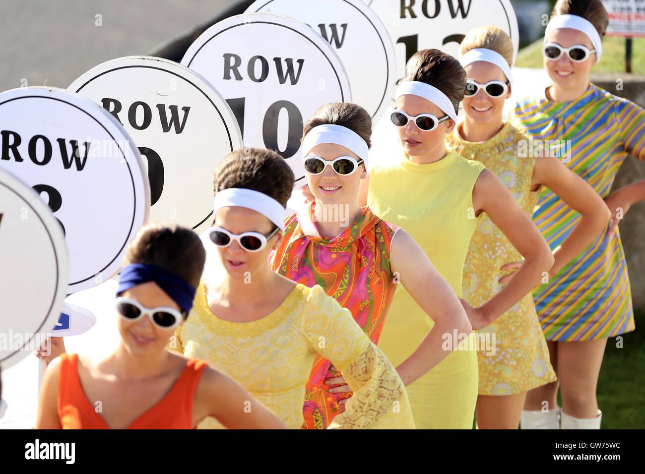 Chichester, UK. 11. September 2016. Goodwood Grid Girls.  Das Goodwood Revival ist eine dreitägige Festival Stockbild