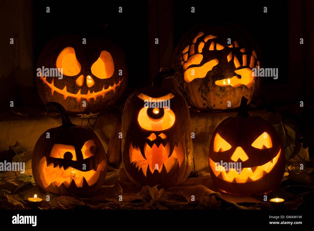 Fotomontage von fünf Kürbisse zu Halloween. Jack, schrecklichen Hände, verbittert, einem Zyklopen Stockbild