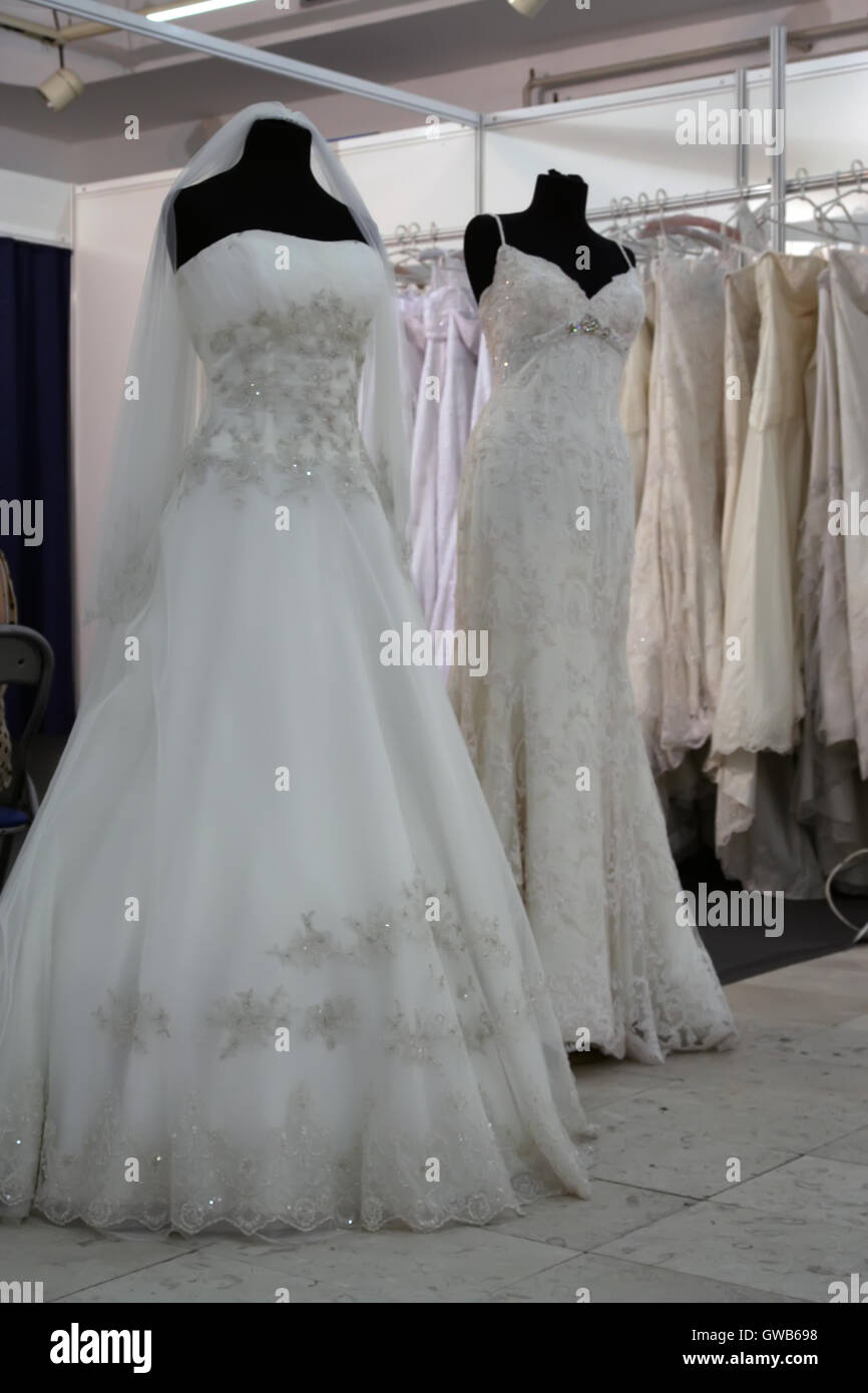 Lace Dresses Stockfotos & Lace Dresses Bilder - Alamy