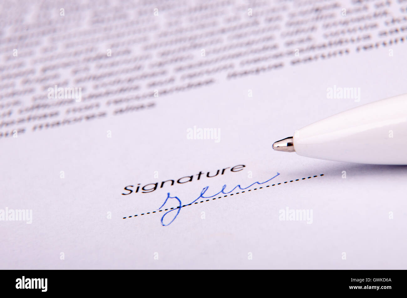 Unterschrift auf Vereinbarung Stockbild